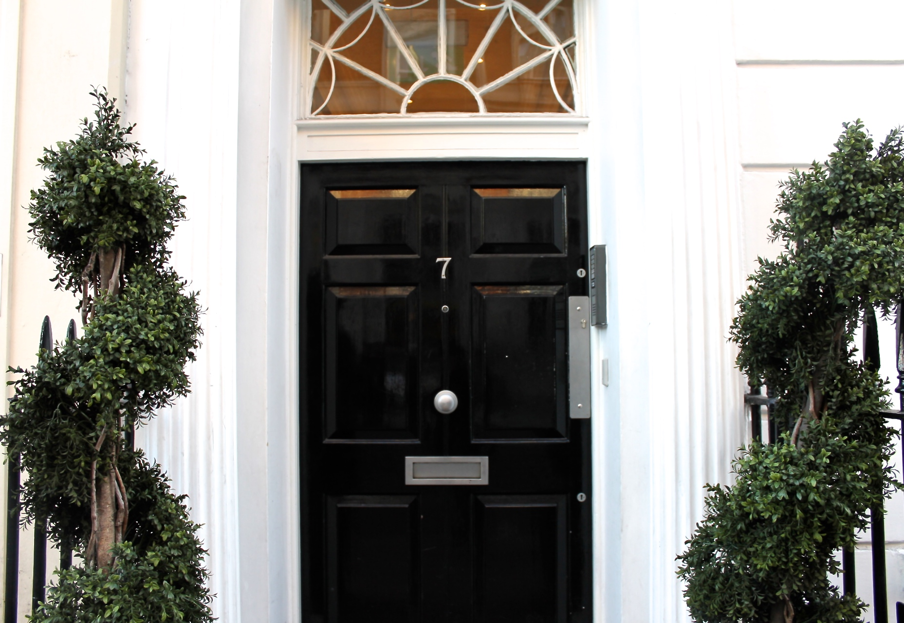 henrietta street serviced office covent garden dedicated onsite staff can help you an array of clerical tasks whilst fibre optic broadband enables you to enjoy optimal connections